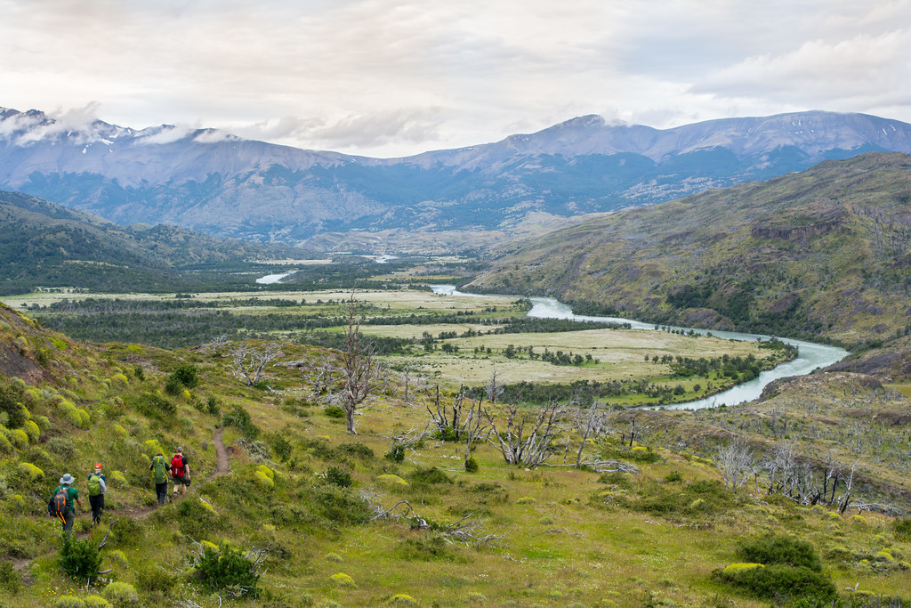 Hiking along the Paine River