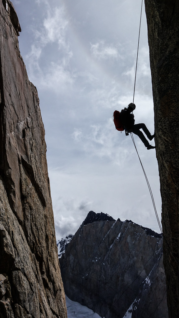 The art of rappelling down...